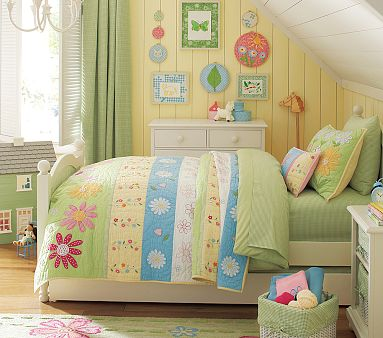 Green Daisy Garden Quilted Bedding